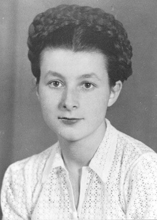 Portrait of Simone Arnold Liebster at the age of 17, Mulhouse, France, 1947.