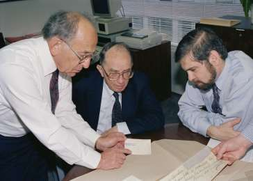 Miles Lerman (left) with Founding Director Jeshajahu Weinberg (center) and Michael Berenbaum meet to discuss the transfer of artifacts. November 2, 1991. <i>US Holocaust Memorial Museum</i>