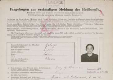 First page of the <i>Fragebogen</i> (personal data information sheet) for Dr. Lucja Frey-Gottesman. The document was used by German authorities during World War II to gather personal data for the purpose of issuing work permits in occupied Poland.