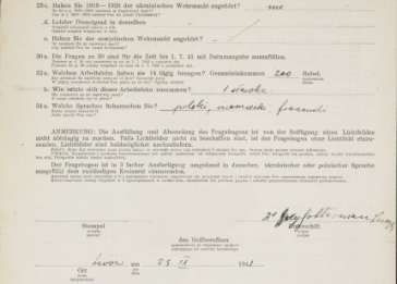 Last page of the <i>Fragebogen</i> (personal data information sheet) for Dr. Lucja Frey-Gottesman. The document was used by German authorities during World War II to gather personal data for the purpose of issuing work permits in occupied Poland.
