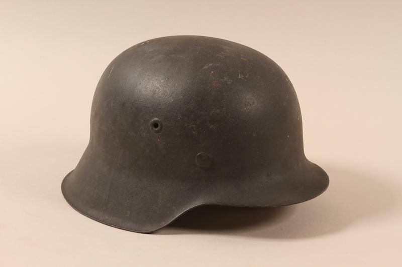 1985.1.3 right side Luftwaffe M1942 helmet taken from a German soldier by US soldier