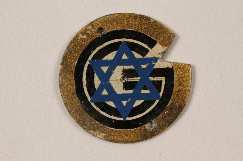 1995.89.1091 front Metal Star of David badge with the letter G