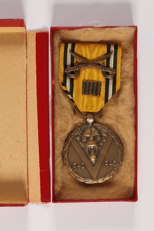 2014.427.2 a-b front Commemorative Medal of War by a Belgian soldier and former POW