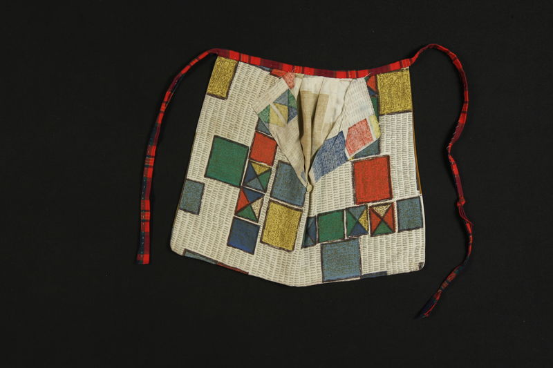 1989.311.3 front Apron bag given to a concentration camp survivor by a Sinti woman