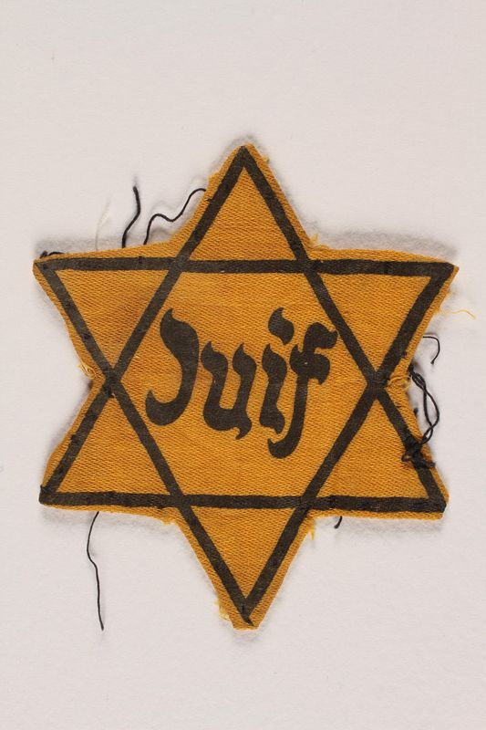 1996.13.5 front Star of David badge with Juif printed in the center