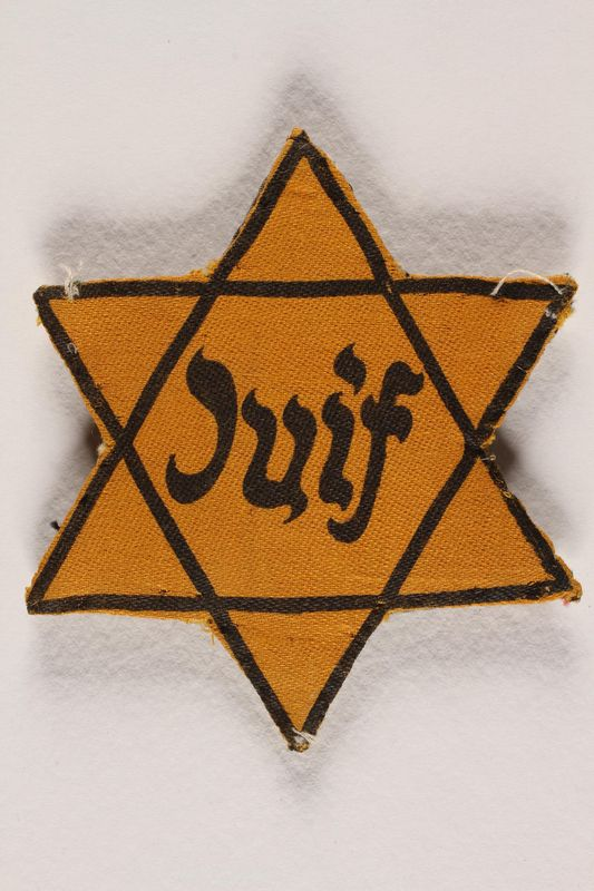 1996.13.6 front Star of David badge with Juif printed in the center