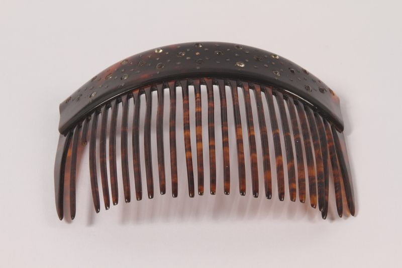 1989.311.8 front Hair comb used by a German Sinti woman