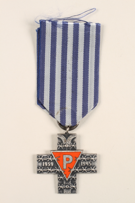 1996.152.3 front Medal issued to Polish prisoners of Nazi concentration camps