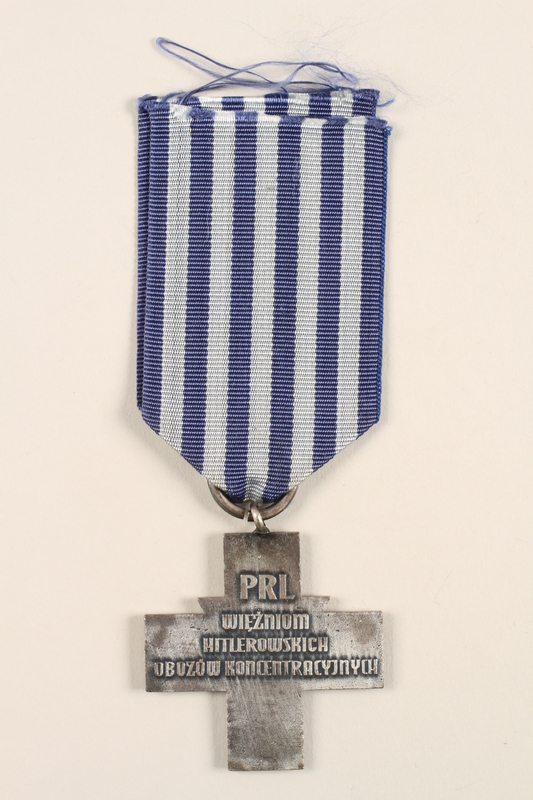 1996.152.3 back Medal issued to Polish prisoners of Nazi concentration camps