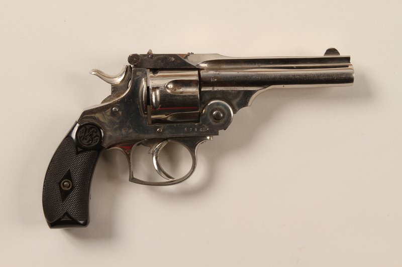 1996.4.8 back Smith and Wesson .32 revolver acquired by a US soldier