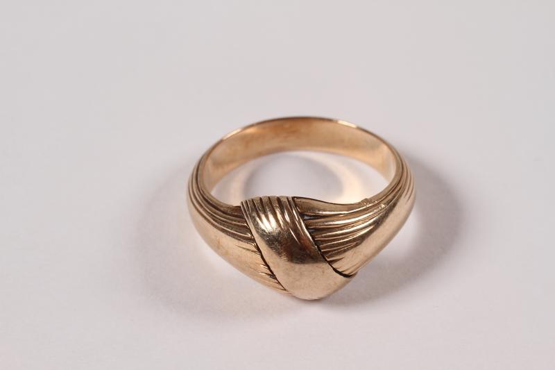 1996.44.1 closed Ring