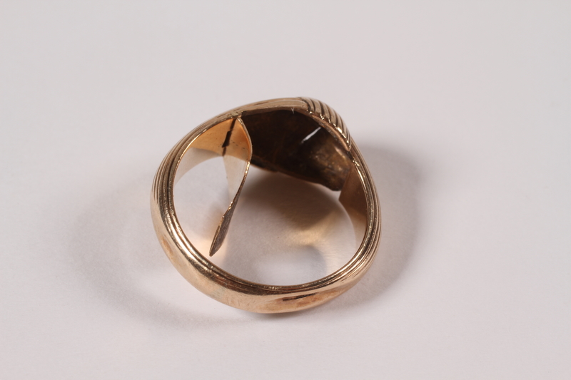 1996.44.1 open Ring