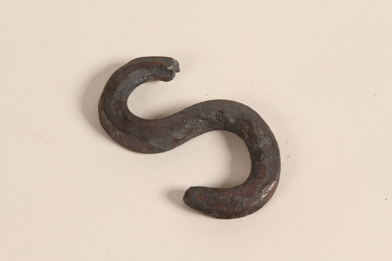 1989.332.4 front Blacksmith's S-hook used in a Romani encampment