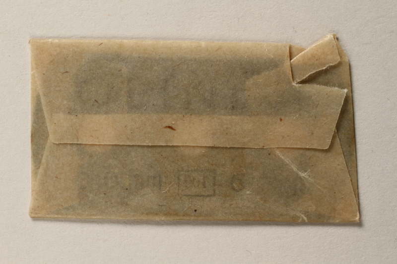 1997.112.6_h front Razor blades issued to a US soldier while held as a POW in a German Stalag