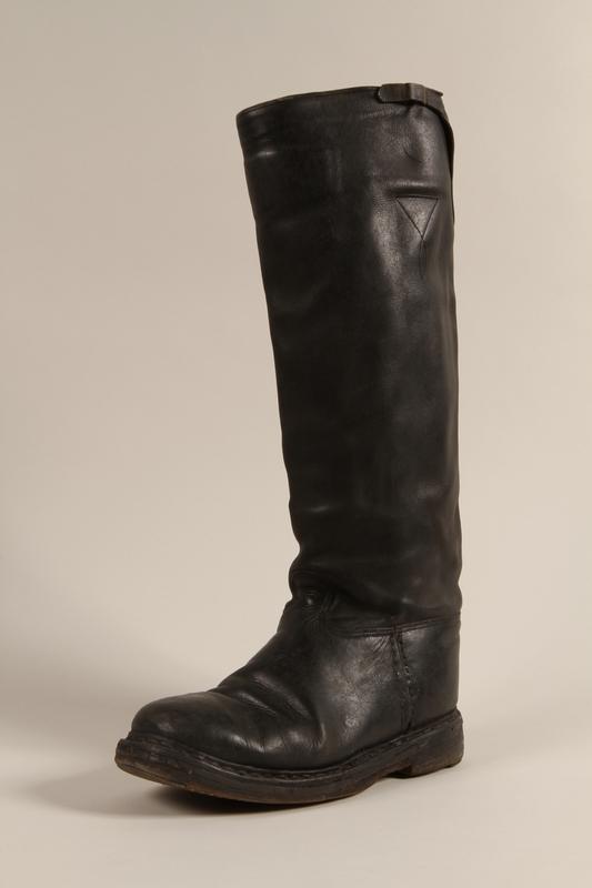 1997.116.3.4 a front SA uniform boots