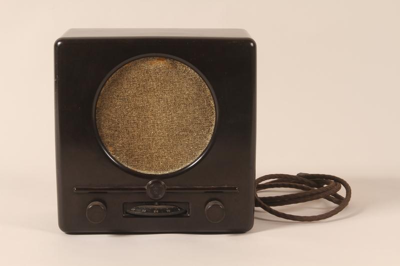 1997.119.1 front Deutscher Kleinempfänger [German small radio] produced in Nazi Germany