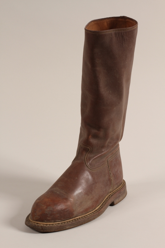 1997.73.1 a front Boots