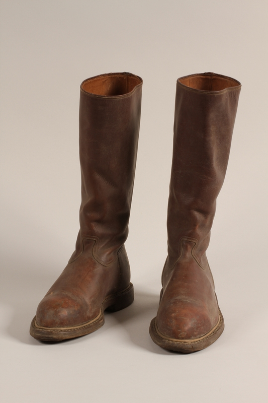 1997.73.1 a-b front Boots