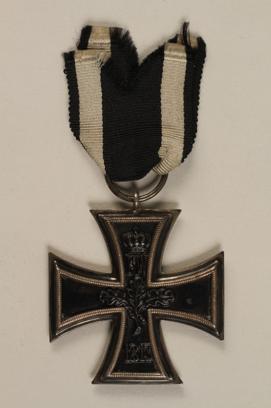 1998.131.1_a back WWI Iron Cross 2nd Class medal