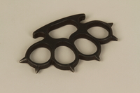 1989.4.2 front Brass knuckles acquired by a Jewish American soldier  Click to enlarge