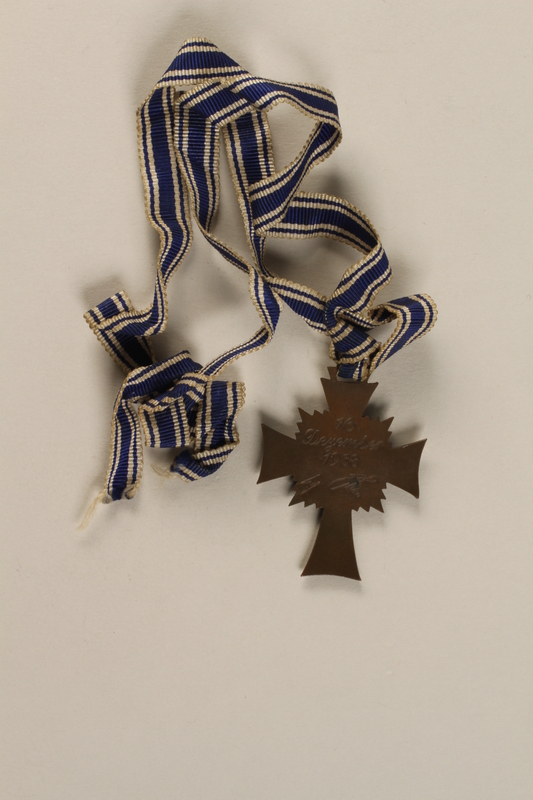 Cross of Honor of the German Mother medal, 3rd Class Order, Bronze
