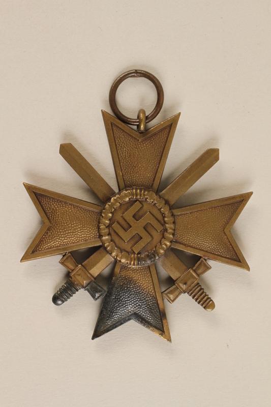 1998.62.33 front Medal
