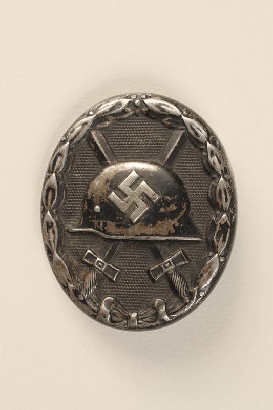 1998.62.69 front Pin
