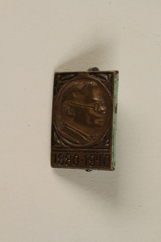 1999.98.1 front Pin worn by member of the Zionist youth group, Betar