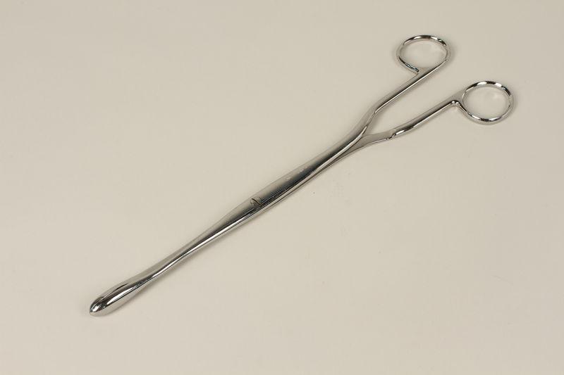 2000.242.25 front Medical instrument