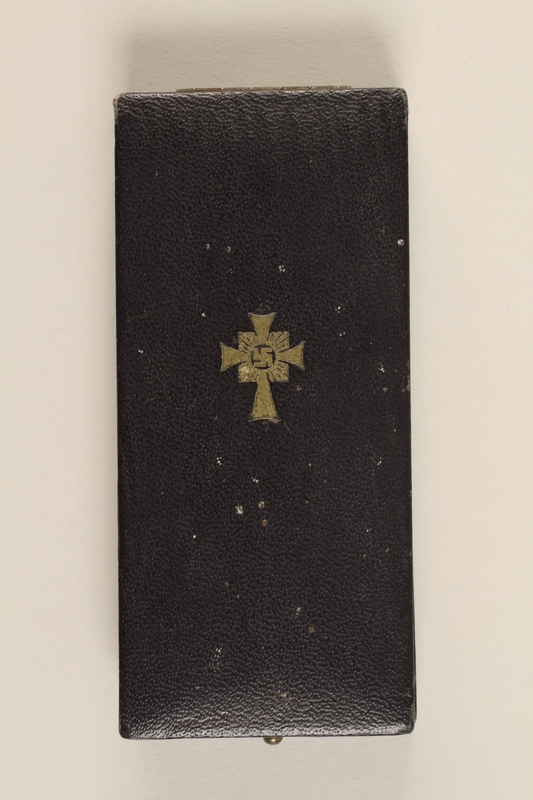 2000.263.2 closed Cross of Honor of the German Mother medal, 1st Class Order, Gold Cross case