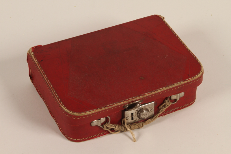2000.265.1 closed Small suitcase carried by a Jewish boy from Berlin to England on a Kindertransport