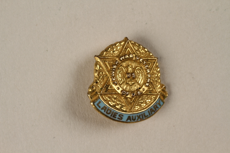 2000.266.1 front Pin issued to members of the Ladies Auxiliary of the Jewish War Veterans for service during World War II