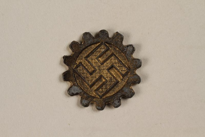 2000.349.2 front Medal