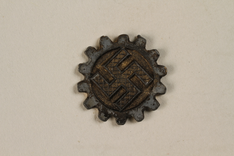 2000.349.3 front Medal