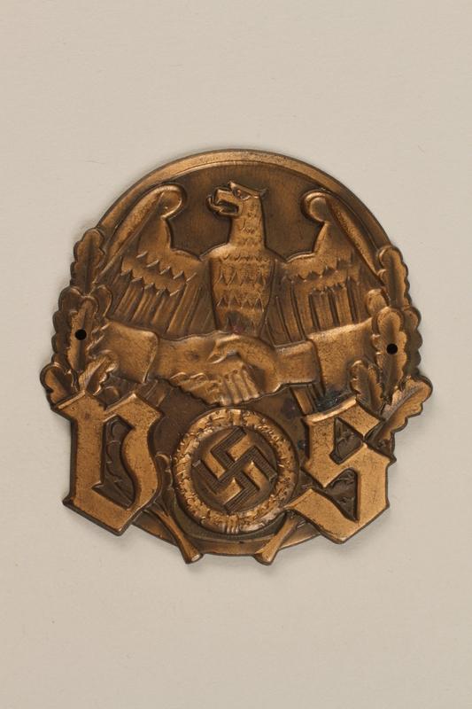 2000.349.4 front Deutsches Siedlerund badge with clasped hands across a Reichsadler