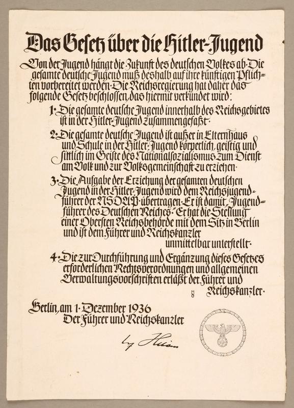 2000.384.1 front Das Gesetz uber die Hitler-Jugend