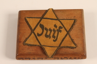 2001.299.1 top Hand carved cigarette case stamped with a Star of David  Click to enlarge