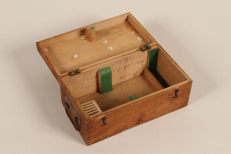 2001.39.1 open Microscope box