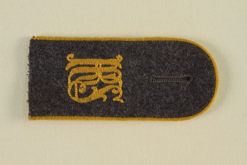1985.1.11 front Luftwaffe KRS shoulder board with gold piping acquired by US soldier