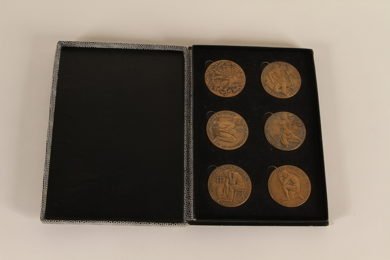 1990.23.240.1 open Black and white patterned case for medals awarded postwar to a Dutch resistance leader