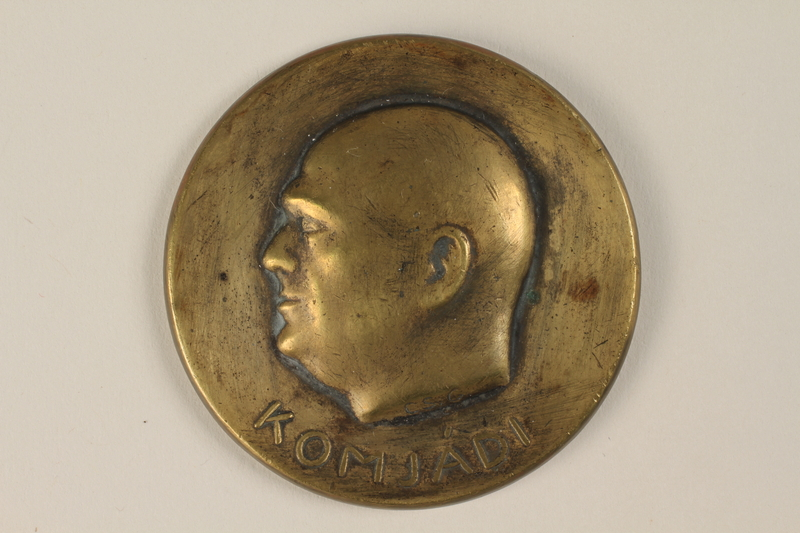 1990.245.3 front Komjadi commemorative medal owned by a Hungarian Jewish family