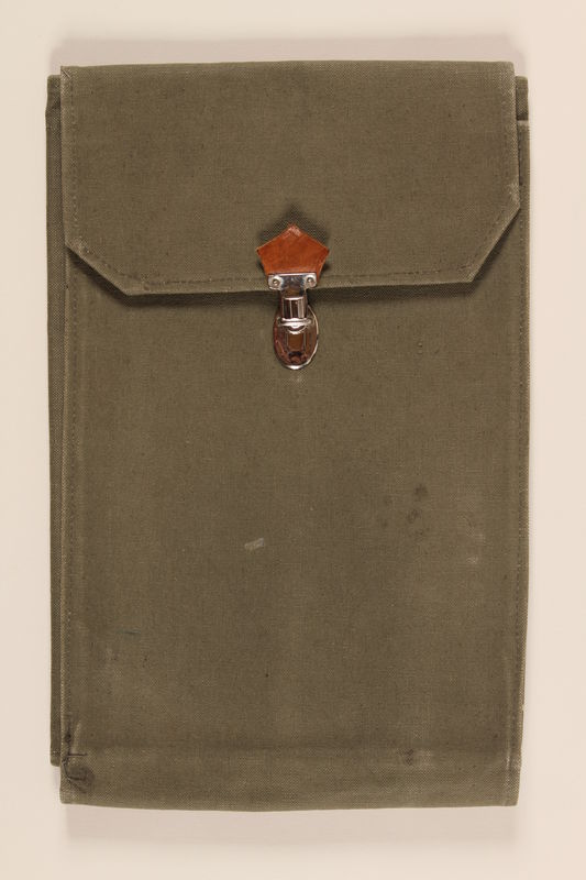 1990.272.1 closed Medical bag used to hold anthropological instruments