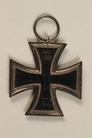 1990.283.3 front World War I medal awarded to a Jewish veteran for bravery  Click to enlarge