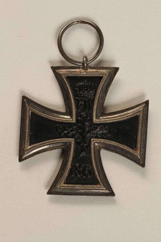 1990.283.3 back World War I medal awarded to a Jewish veteran for bravery