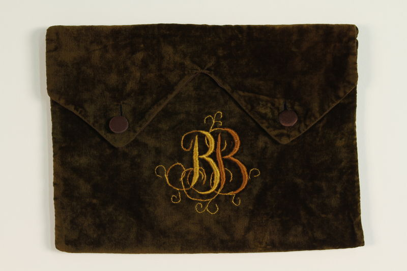 2007.471.3 front Green velvet monogrammed tallit pouch buried for safekeeping while owner in hiding
