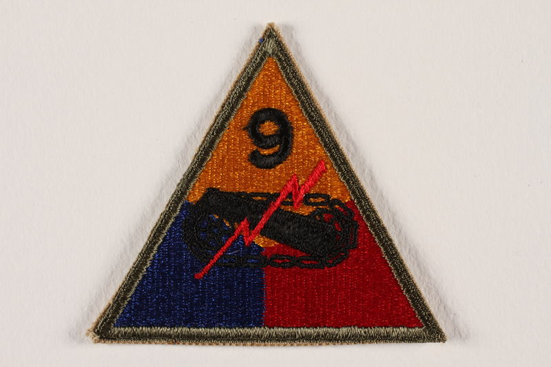 2004.749.3 front US Army 9th Armored Division shoulder sleeve patch with tank, gun, and red lightning bolt