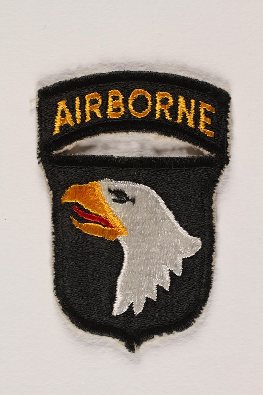 2004.749.11 front US Army 101st Airborne Division shoulder sleeve patch with a bald eagle head