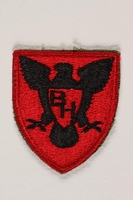 2004.749.16 front US Army 86th Infantry Division shoulder sleeve patch with a black hawk with spread wings on a red field  Click to enlarge