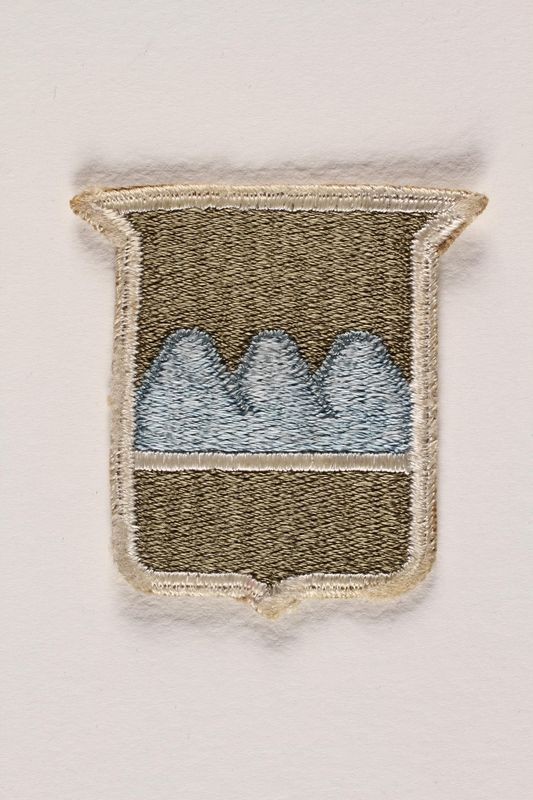 2004.749.18 front US Army 80th Infantry Division shoulder sleeve patch with three blue mountains