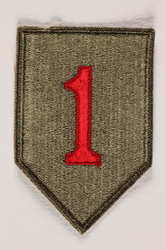 2004.749.20 front US Army 1st Infantry Division shoulder sleeve patch with a big red numeral one on a green field